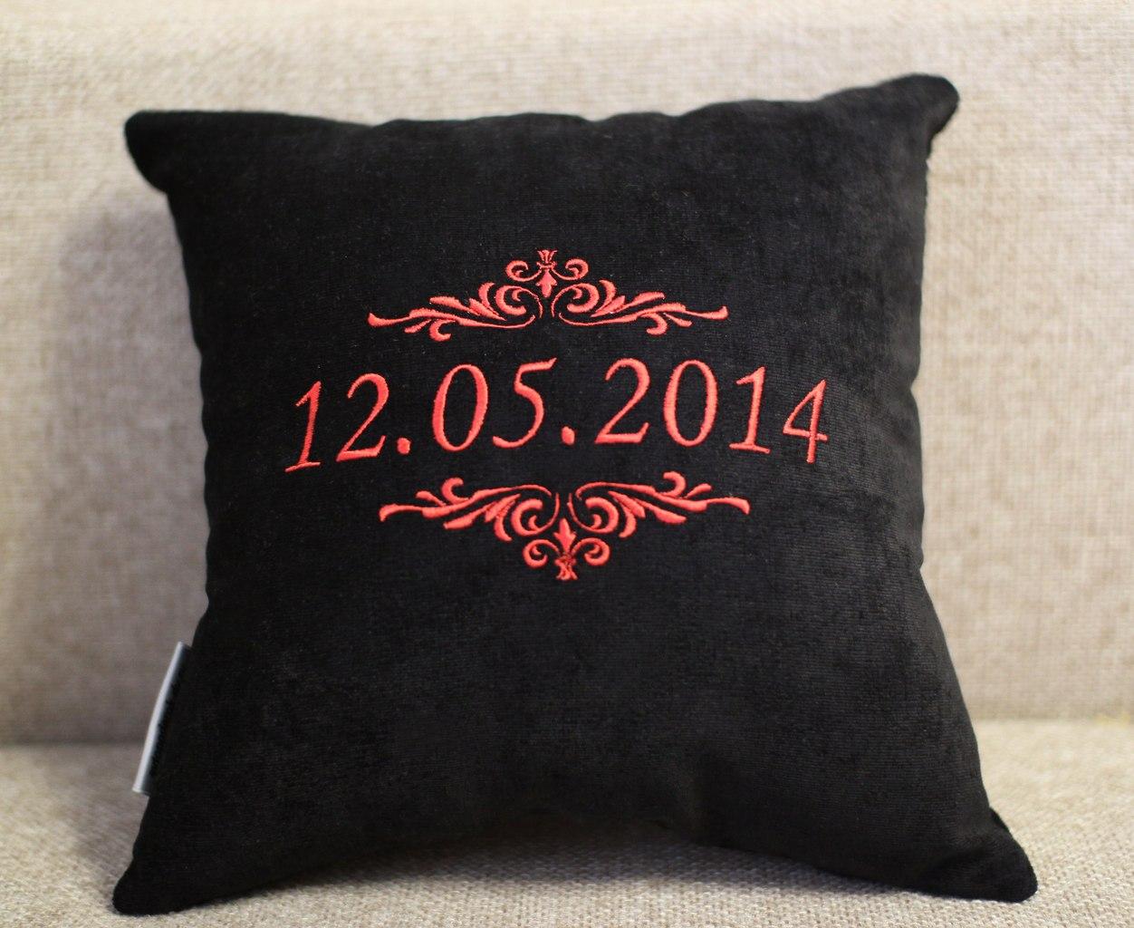 Купить именную подушку с вышивкой на 31
