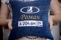 именная подушка с вышивкой госномера авто лада