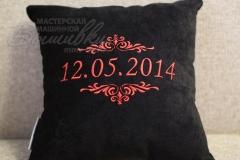 именная подушка с вышивкой дата вензеля