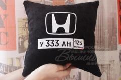 именная подушка с вышивкой с госномером авто хонда