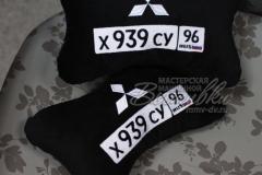 подушка подголовник косточка с вышивкой госномера авто митсубиси mitsubishi
