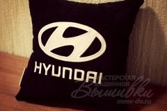 подушка с вышивкой хендай