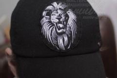 вышивка на кепке лев