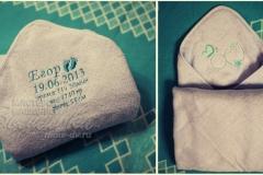 детское полотенце с уголком с вышивкой метрики